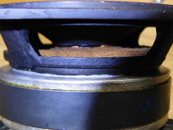 FOSTEX FW100のレストア、リコーン作業の画像その2:ダンパー確認
