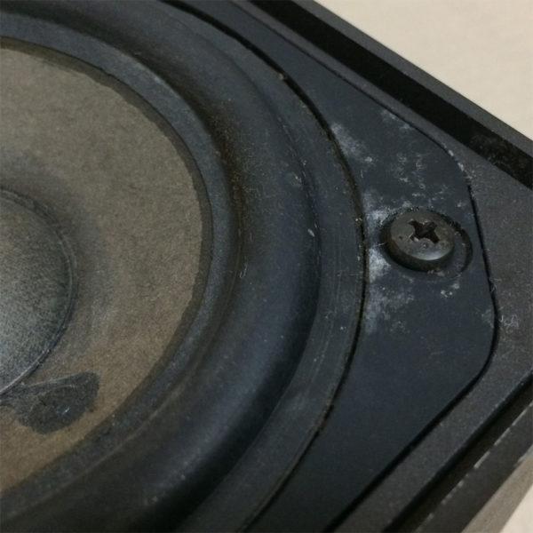 ダイヤトーン・DS-5Bの画像、ウーファーのエッジ部分、やや腐食