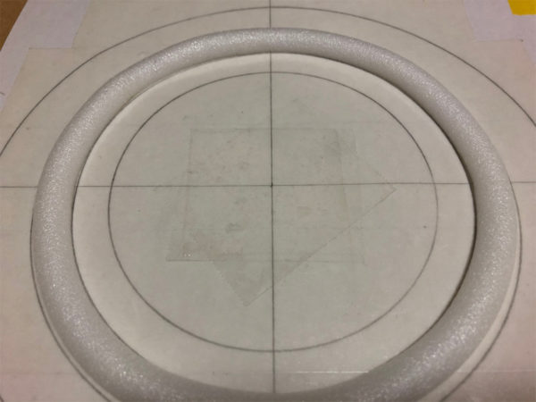 スピーカーエッジの作り方、バックアップ材の台紙への貼り付け
