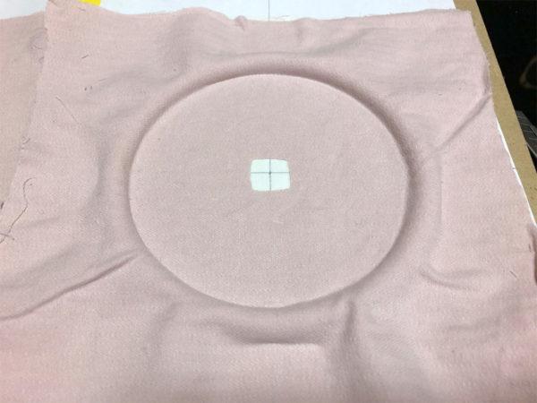 スピーカーエッジの作り方、布の台紙への貼り付け・その2