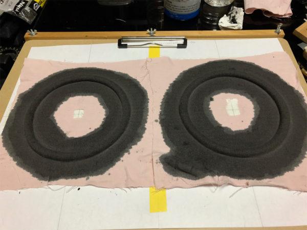 スピーカーエッジの作り方、液体ゴムの乾燥待ち