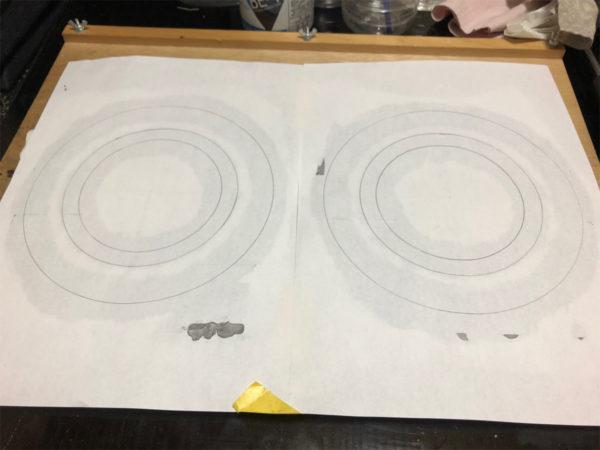 スピーカーエッジの作り方、台紙裏面の切り抜き円