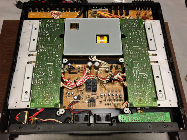 YAMAHA P4050の内部