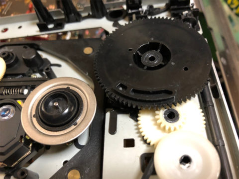 YAMAHA CDX-10のCDドライブギア