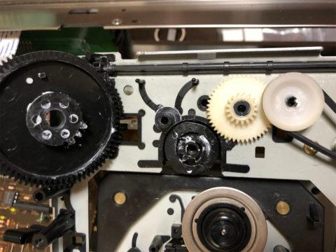 ヤマハCDX-10のCDドライブのギア