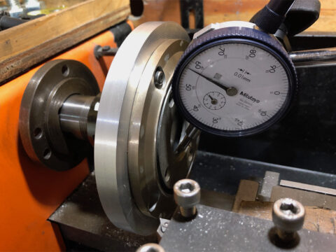 Lo-D HS-33D/HS-11Dのツイーター・フレームを旋盤にマウント
