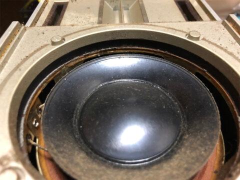 SONY SS-X100、ウーファーに積もった埃